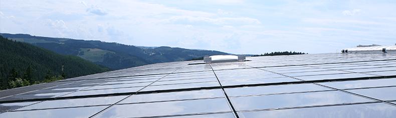 Die Solaranlage auf der Lagerhalle mir einer Fläche von 1.600 m² | © Rameder 2010