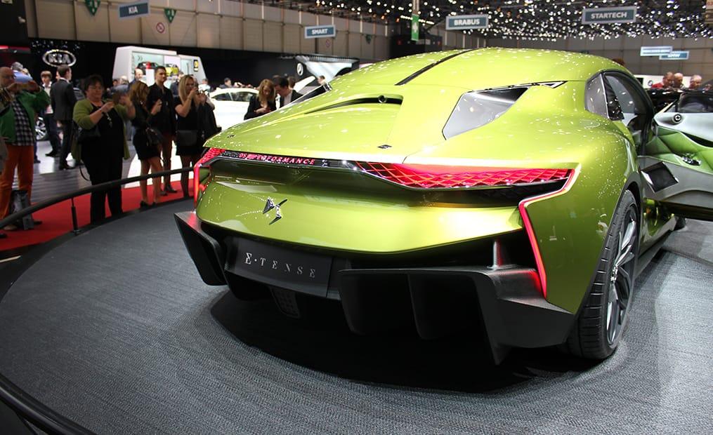 Die Studie des französischen Sportcoupé ist, wie es der Name schon vermuten lässt, ein Elektroauto. Insgesamt stehen 402PS zur Verfügung.