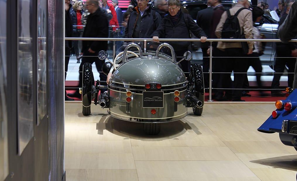 Der Morgan EV3 soll ab Herbst im Handel zu haben sein. Der komplett elektrisch angetriebene Threewheeler schafft es in 9 Sekunden von 0 auf 100.