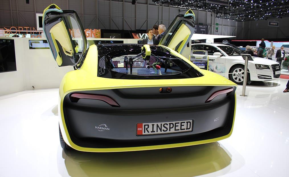 Der Rinspeed Etos basiert auf einem BMW i8. Die Studie soll komplett autonom fahren können und hat zudem eine Drohne an Bord.