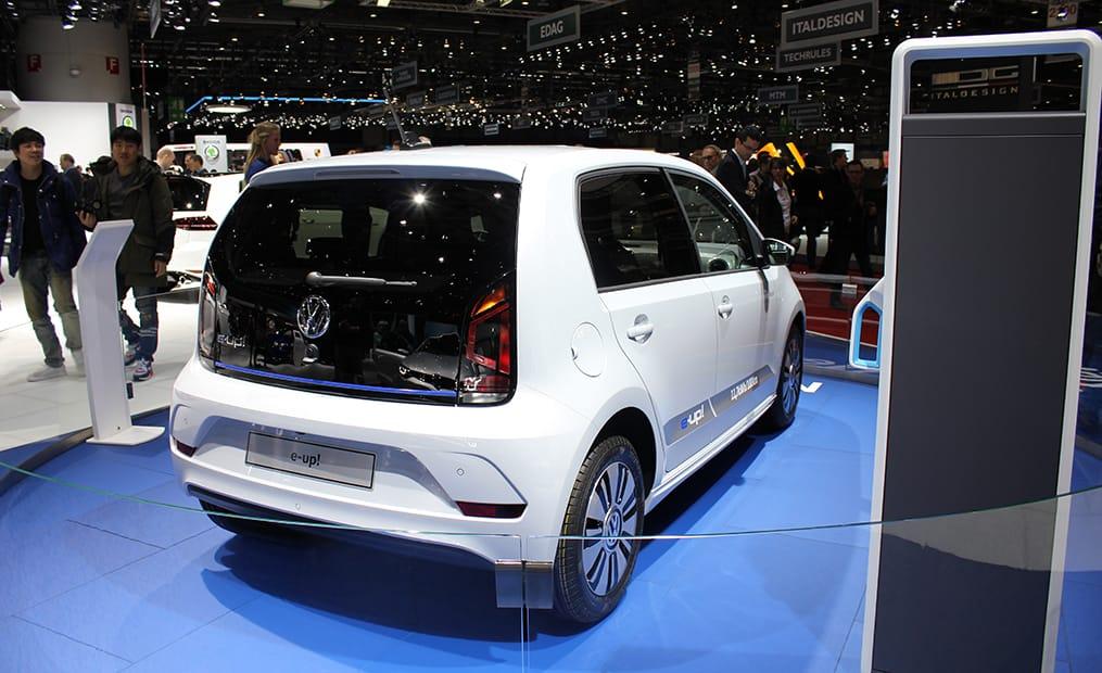 Der VW E-UP! ist zwar nicht neu, aber Volkswagen will auch hier seine E-Mobility-Bestrebungen unter Beweis stellen.