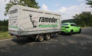 BMW X6 mit Anhänger
