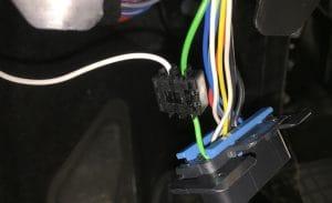 Datenbuskabel mit Elektrosatz verbinden